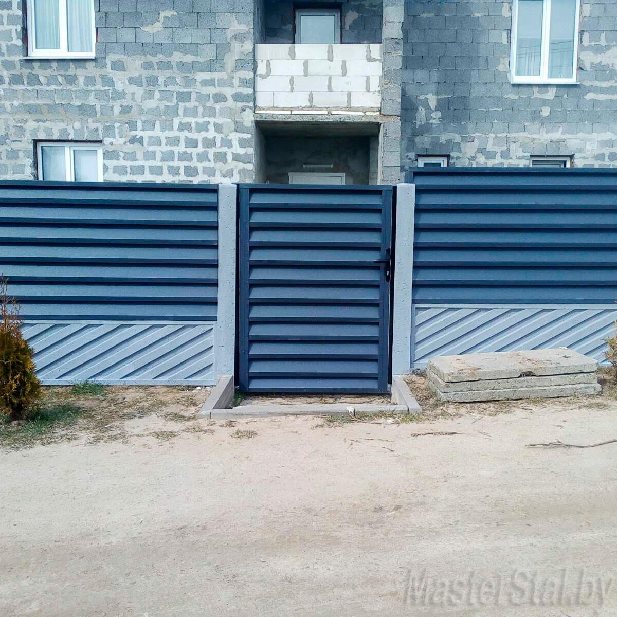 Забор жалюзи в Минске Мини-140 с бетонными столбами и плитами